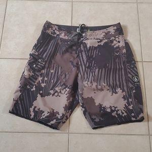 Men's Volcom Mod Tech hybrid shorts, size 30